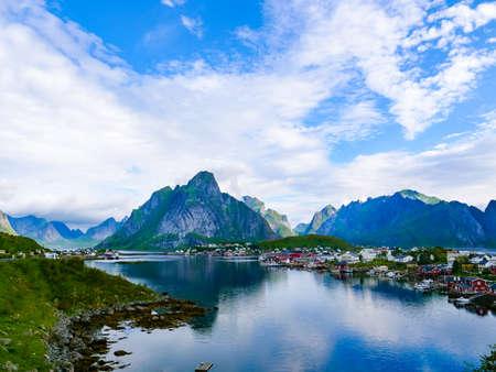 Photo pour Scenic fjord landscape with Reine village, coast nature with sharp high mountain peaks, Lofoten islands North Norway. Travel destination. - image libre de droit