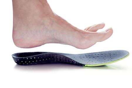 Photo pour orthopedic insole and female leg above it - image libre de droit