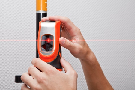 Photo pour Man hands measuring with laser level gage - image libre de droit