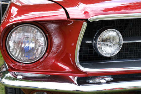 Photo pour Headlights , radiator and hood of old retro red car ckose-up. - image libre de droit