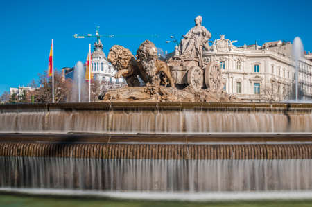 Photo pour The fountain of Cibeles, named after Cybele (or Ceres), Roman goddess of fertility, is seen as one of Madrid s most important symbols in Spain. - image libre de droit
