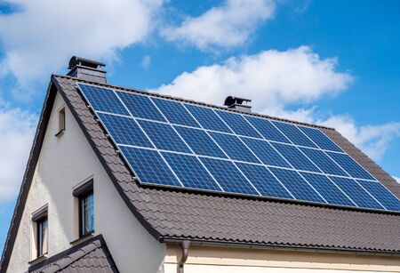 Photo pour Solar energy on a home - image libre de droit