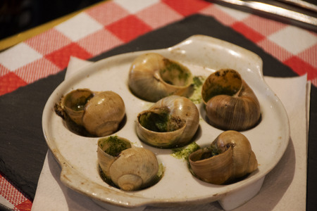 Escargots au beurre, ail et persil, Recette or Escargots in Garlic and Parsley Butter Recipes at restaurant in Paris, France