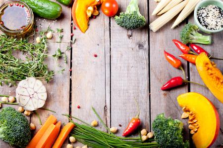 Photo pour Close up of various colorful raw vegetables - image libre de droit