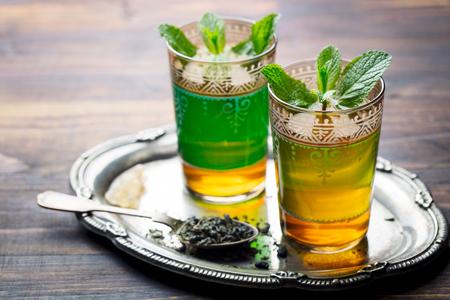Photo pour Mint tea, Moroccan traditional drink in glass. Copy space. - image libre de droit