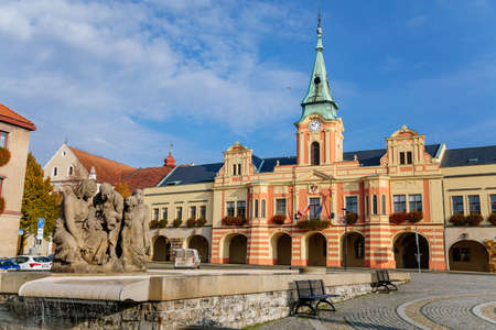 Foto für Baroque town hall and modern fountain at main Peace square of historic medieval royal town Melnik, colorful renaissance houses in sunny autumn day, Central Bohemia, Czech republic, November 14, 2020 - Lizenzfreies Bild