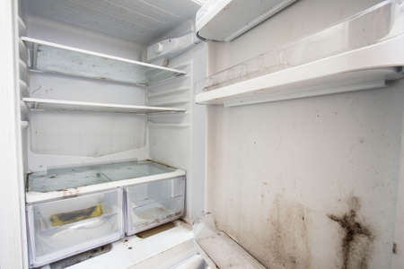 Photo pour Old used dirty refrigerator with mold,aged junk - image libre de droit