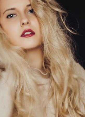 Photo for Beauty portrait of young woman, long blonde hairstyle and natural makeup look, cosmetics and 90s style fashion brand campaign - Royalty Free Image
