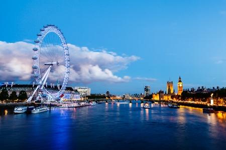 Photo pour London Eye, Westminster Bridge and Big Ben in the Evening, London, United Kingdom - image libre de droit