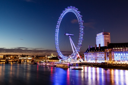 Photo pour London Eye and London Cityscape in the Night, United Kingdom - image libre de droit