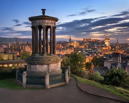 Photo pour View of Edinburgh from Calton Hill in the Evening, Scotland, United Kingdom - image libre de droit