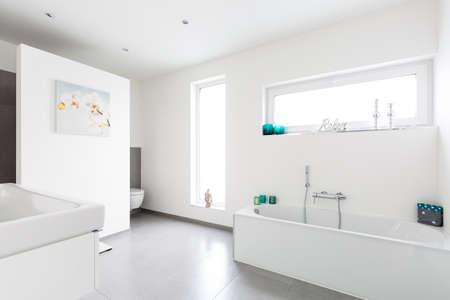 Photo pour Modern white Bathroom interior - image libre de droit