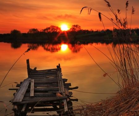 Photo pour Old fishing bridge on the lake at sunset - image libre de droit