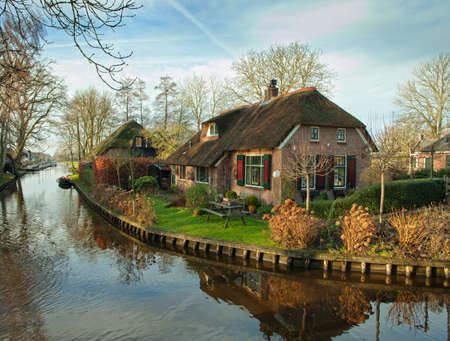 Photo pour Fine country view in Giethoorn, Netherlands  - image libre de droit