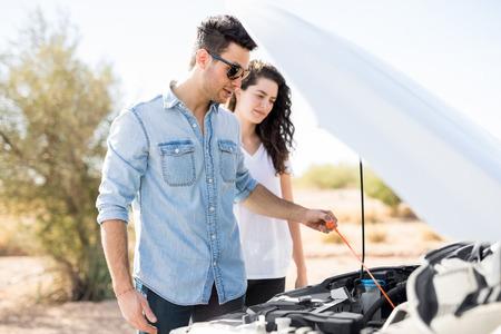 Photo pour Young couple on the road trip having problems with their car - image libre de droit