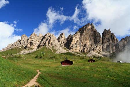 Photo pour summer landscape of Cir group from Gardena pass, Italian Dolomites - image libre de droit