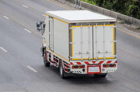 Photo pour truck running on the road, small truck on the road. - image libre de droit