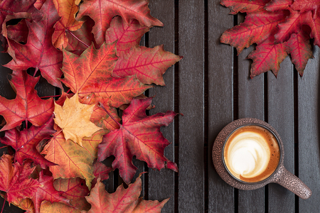 Foto per Autumn composition. Cup of coffee, dried leaves, light background. Autumn elegant concept. Flat lay, top view, copy space - Immagine Royalty Free
