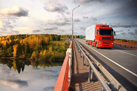 Photo pour truck and bridge over Saima channel, Baltic sea - image libre de droit