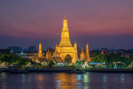 Photo pour wat arun landmark thailand - image libre de droit