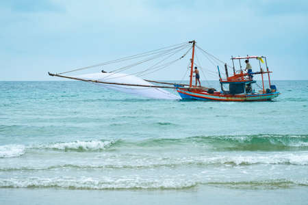 Photo pour Fishing boats for fishing on clear days - image libre de droit