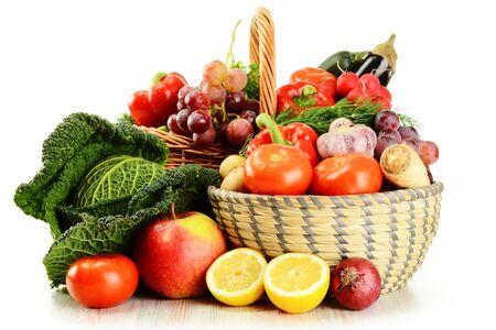 Foto für basket with vegetables and fruit on white background. - Lizenzfreies Bild