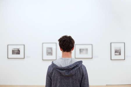 Foto de people at museum - Imagen libre de derechos