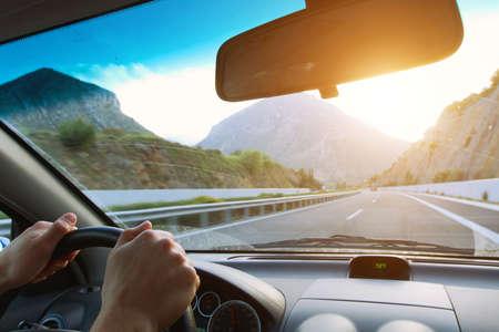 Foto de driving car on the mountain road - Imagen libre de derechos