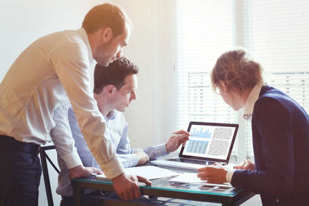 Foto de business people working on project together in the office, teamwork concept - Imagen libre de derechos
