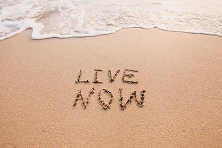 Photo pour live now, mindfulness concept, text written on the sand - image libre de droit