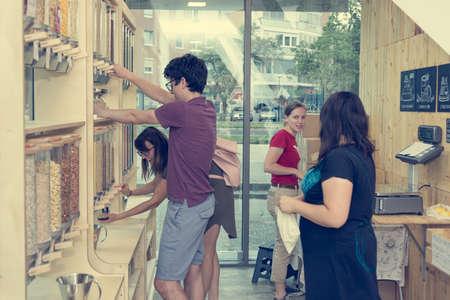 Foto für Young caucasian customers in zero waste store bulk shopping. - Lizenzfreies Bild