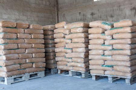 Photo pour Cement bags in a row  - image libre de droit