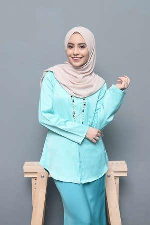 Photo pour Hijab Fashion.Cute asian girl wearing hijab. - image libre de droit