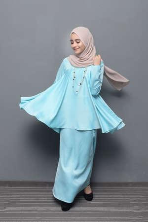 Photo pour Hijab Fashion.Asian female model wearing hijab. - image libre de droit