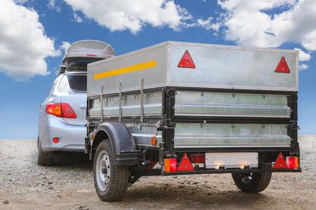 Foto de car with trailer road sky horizon - Imagen libre de derechos