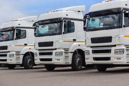 Photo pour New white trucks for sale. Dealer trucks - image libre de droit