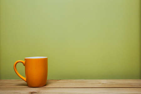 Photo pour A coffee cup on table over the green background. - image libre de droit