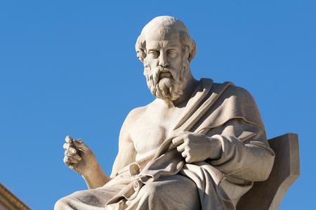 Foto de classic statues Plato sitting - Imagen libre de derechos