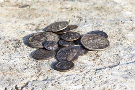 Photo pour stack of Greek ancient coins, Athens, Greece - image libre de droit