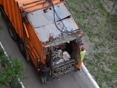 Foto de Garbage collection in the city courtyard by car - Imagen libre de derechos