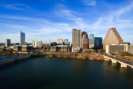 Photo pour a nice clear day by the lake in downtown Austin Texas - image libre de droit