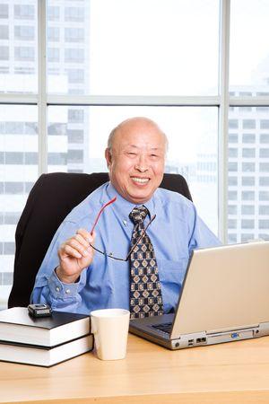 Photo pour A senior asian businessman working in the office - image libre de droit