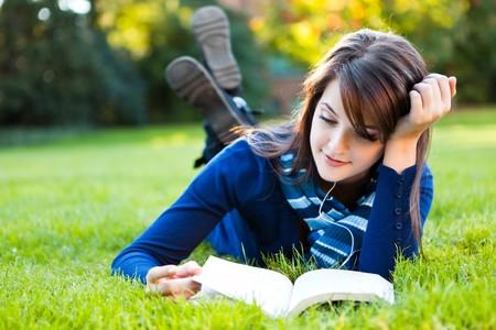 Photo pour A portrait of a mixed race college student studying at campus - image libre de droit