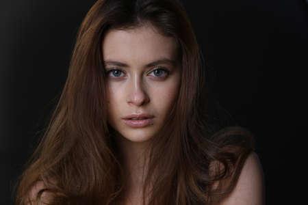 Photo pour Beautiful young female brunette model - image libre de droit