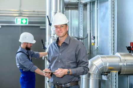 Foto für boss with worker in the background in his factory - Lizenzfreies Bild