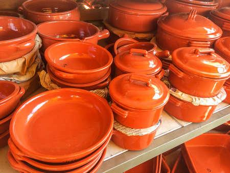 Foto de Traditional clay pots for sale in Valenca do Minho, Portugal - Imagen libre de derechos