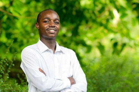 Photo pour Smile african portrait man in green nature background. - image libre de droit