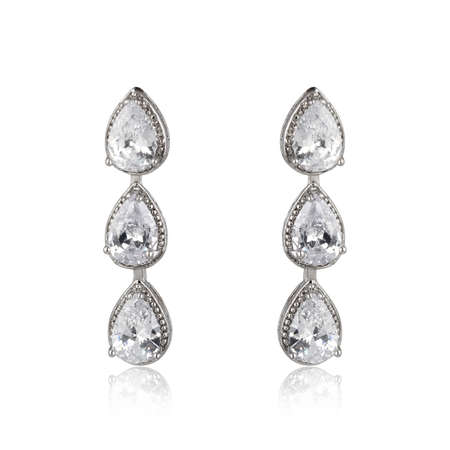 Photo pour Pair of silver diamond earrings isolated on white background - image libre de droit