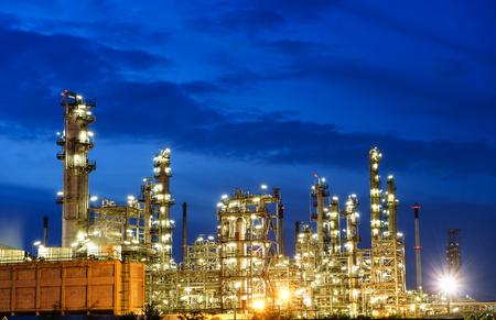 Foto für Night oil refinery industry, fuel manufacturer . - Lizenzfreies Bild