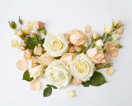 Foto de Bouquet of roses represented over over white background. Beautiful decoration of flowers in Valentine's Day or wedding of young romantic couple. - Imagen libre de derechos